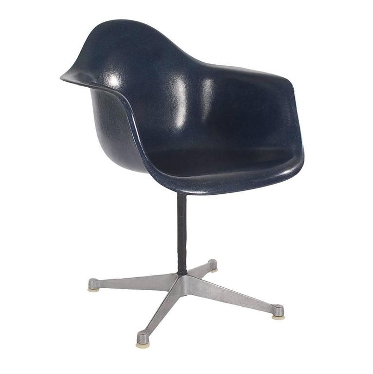 Mid-Century Charles Eames for Herman Miller Fiberglass Dining Chairs in Navy 2