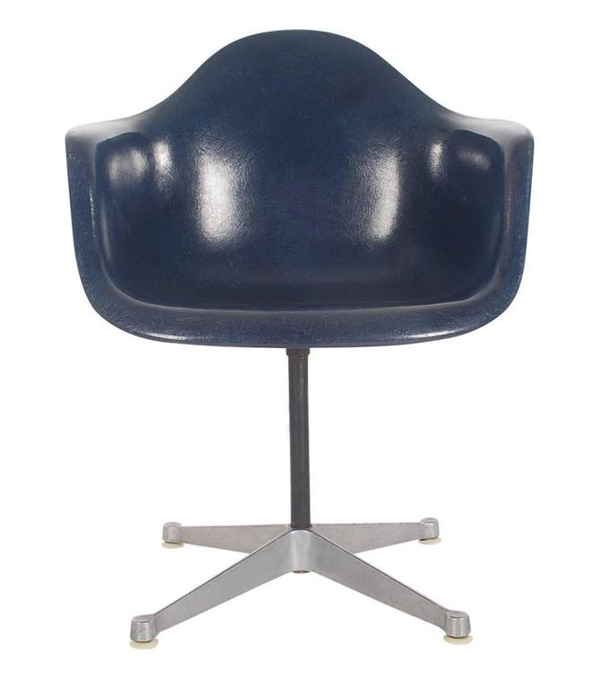 Mid-Century Charles Eames for Herman Miller Fiberglass Dining Chairs in Navy 4