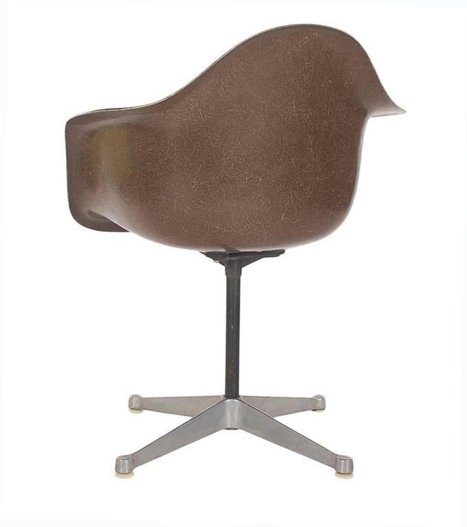 Mid-Century Eames for Herman Miller Fiberglass Dining Chairs in Assorted Colors In Excellent Condition For Sale In Philadelphia, PA