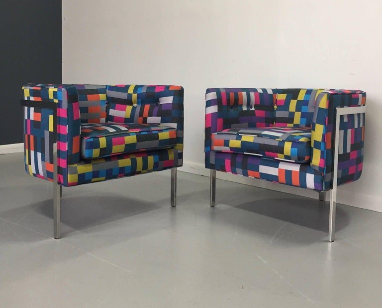 Mid-Century Modern Pair of Club Chairs in Chrome and Knoll Fabric For Sale