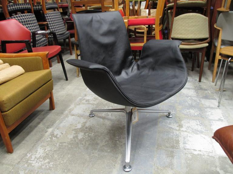 Tulip lounge chair, model 6727 by Fabricius and Kastholm.This is an exceptional quality chair manufactured by Alfred Kill Intl version and not by Walter Knoll