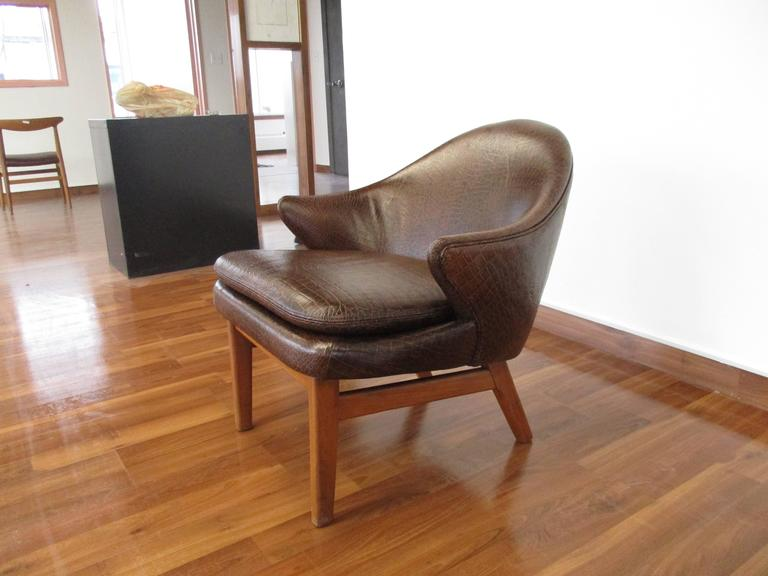 Mid-20th Century Elegant Kurt Olsen Armchair in Teak and Alligator Print Leather For Sale