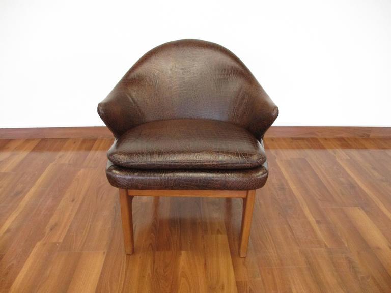 Elegant Kurt Olsen Armchair in Teak and Alligator Print Leather For Sale 1