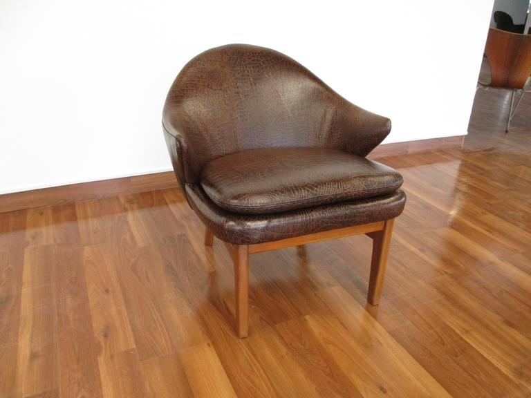 Elegant Kurt Olsen Armchair in Teak and Alligator Print Leather In Excellent Condition For Sale In Ogdensburg, NY