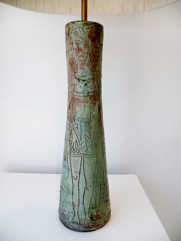 1950s Midcentury Studio Art Pottery Table Lamp Sgraffito Figural Decoration In Good Condition For Sale In Denver, CO