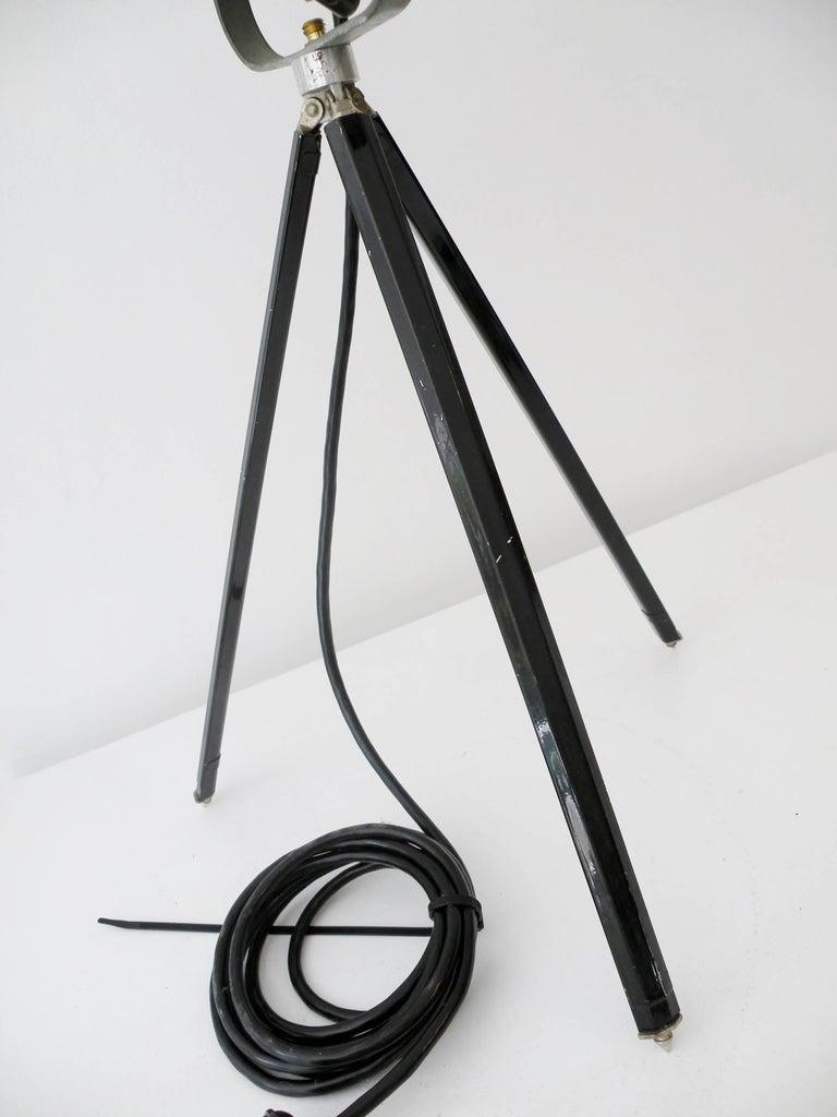 Industrial Kleigl Theater Spotlight Table Lamp Streamline, Midcentury For Sale 1