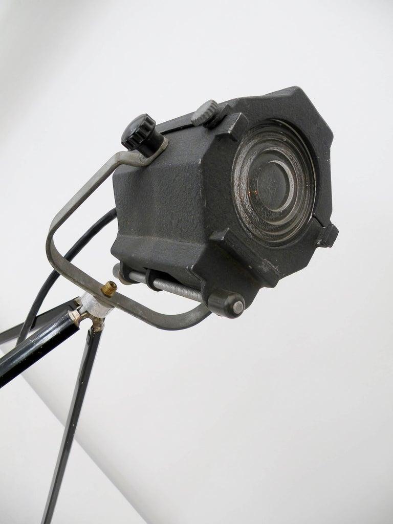 Industrial Kleigl Theater Spotlight Table Lamp Streamline, Midcentury For Sale 2