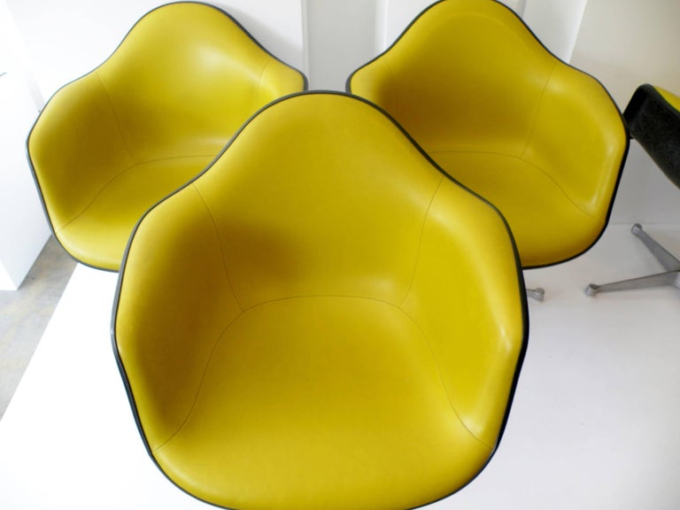 American Charles & Ray Eames Herman Miller Set of Four Aluminum Group Shell Armchairs For Sale
