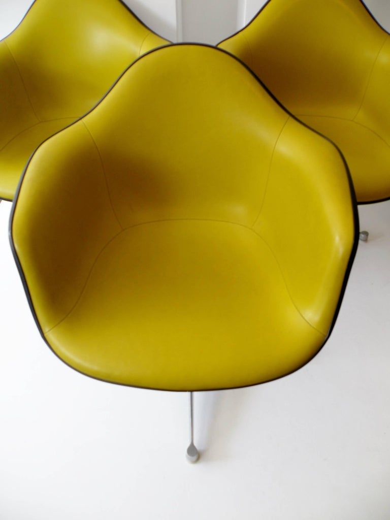 Charles & Ray Eames Herman Miller Set of Four Aluminum Group Shell Armchairs In Good Condition For Sale In Denver, CO