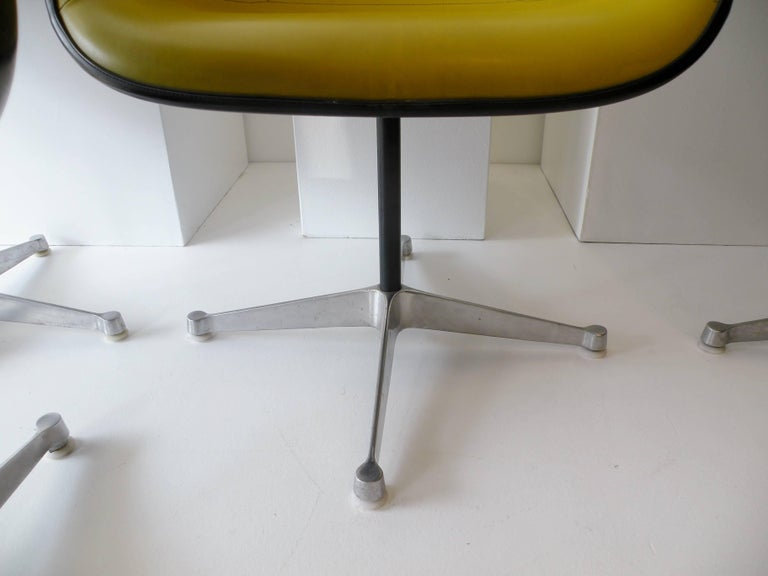 19th Century Charles & Ray Eames Herman Miller Set of Four Aluminum Group Shell Armchairs For Sale