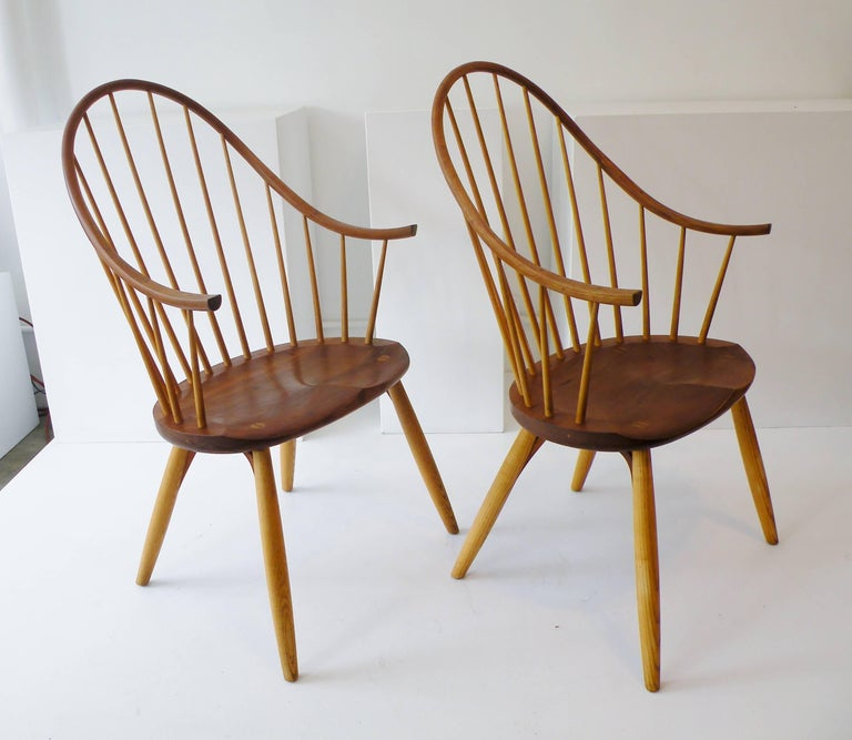 Pair of Thomas Moser Continuous Arm Windsor Dining Chairs 4