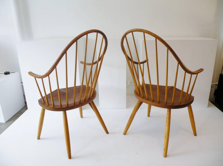 Pair of Thomas Moser Continuous Arm Windsor Dining Chairs 5