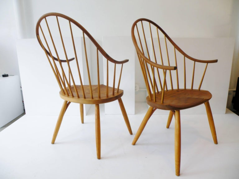 Pair of Thomas Moser Continuous Arm Windsor Dining Chairs 8