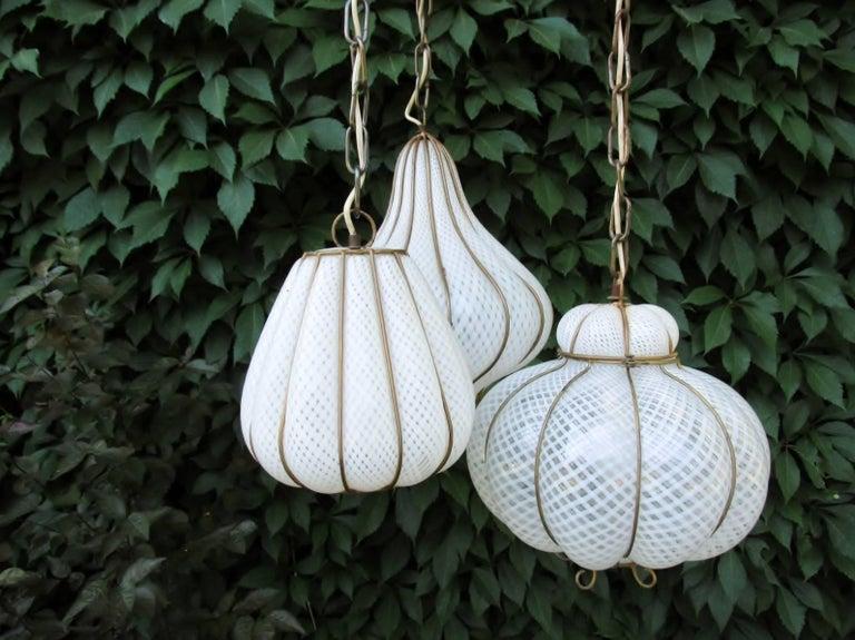 Midcentury Feldman Triple Pendant Italian Caged Latticino Glass Chandelier Lamp In Good Condition For Sale In Denver, CO