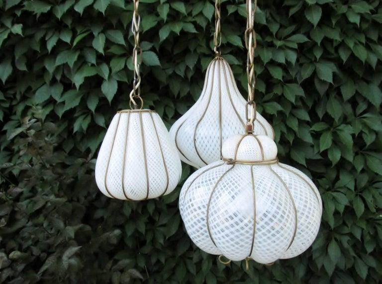 Hollywood Regency Midcentury Feldman Triple Pendant Italian Caged Latticino Glass Chandelier Lamp For Sale
