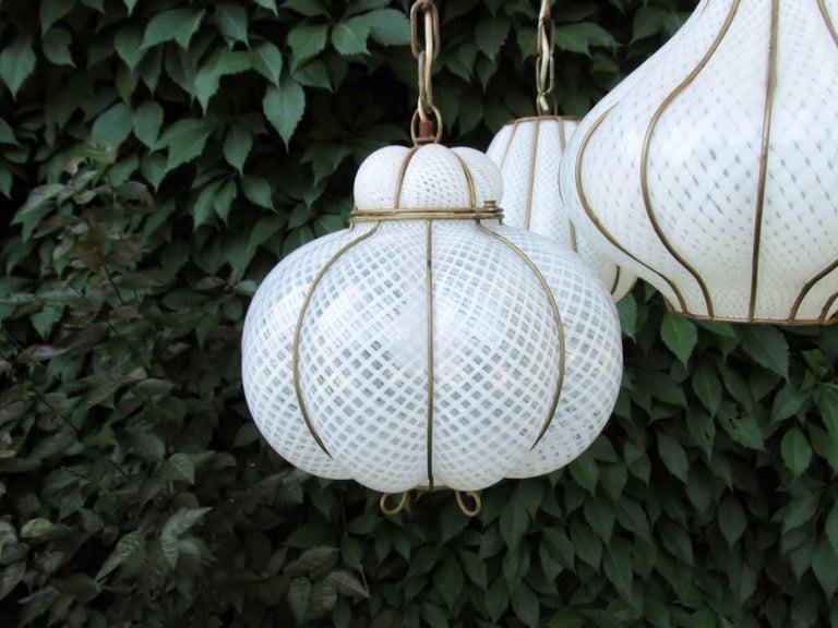 20th Century Midcentury Feldman Triple Pendant Italian Caged Latticino Glass Chandelier Lamp For Sale