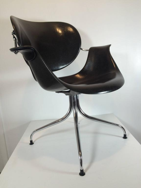 Original Finish In Gel Coat With First Series Feet, This Immaculate DAA  George Nelson Chair
