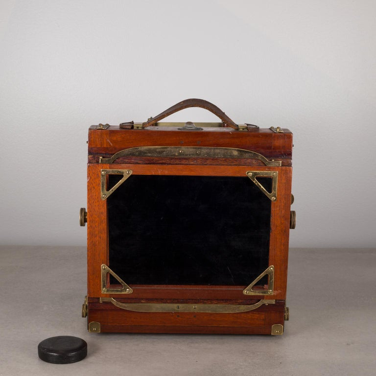 Antique Mahogany and Large Brass Folding Camera, circa 1890s In Excellent Condition For Sale In San Francisco, CA