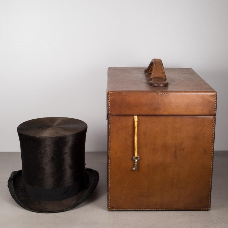 19th Century Beaver Skin Top and Original Leather Hat Box, circa 1800s In Excellent Condition For Sale In San Francisco, CA