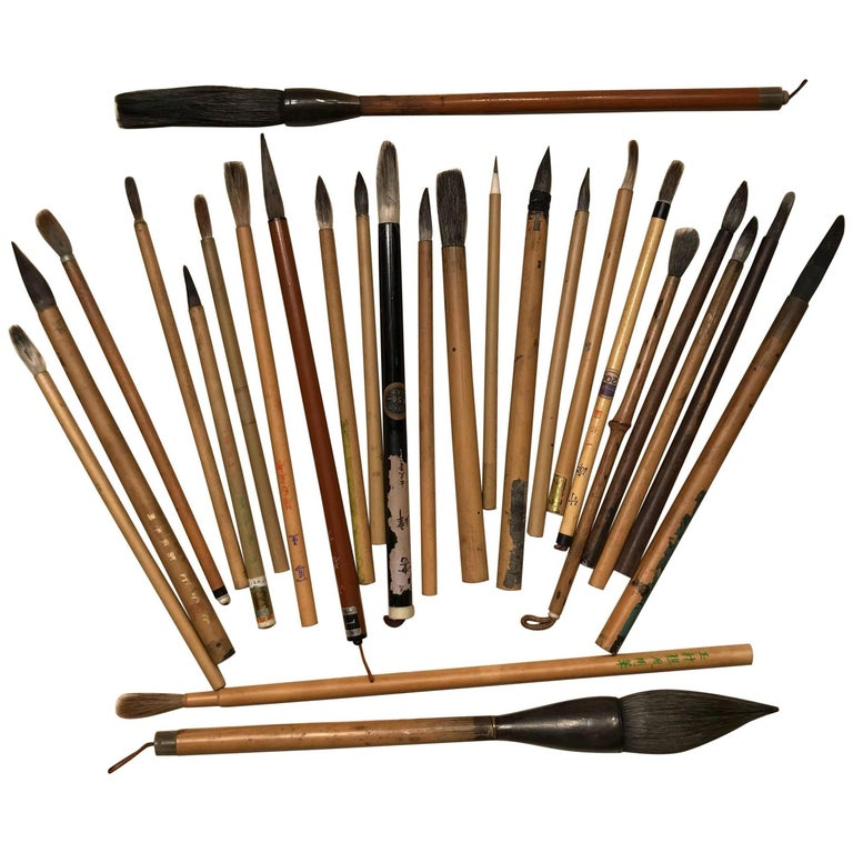 Artisan's Cache of 25 Old Chinese Paint Calligraphy Bamboo Brushes For Sale