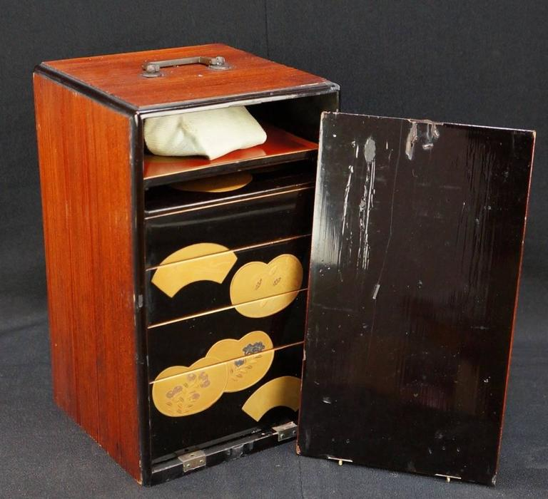 Japanese Fine Antique Hand Lacquered Complete Bento Food Box, Early 20th Century 5