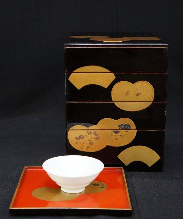 Japanese Fine Antique Hand Lacquered Complete Bento Food Box, Early 20th Century 9