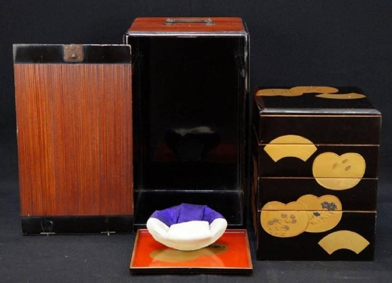 Japanese Fine Antique Hand Lacquered Complete Bento Food Box, Early 20th Century 4