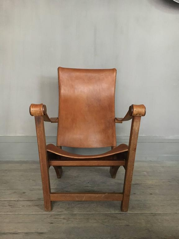 Iconic and rare Danish lounge chair from the 1930s designed by Mogens Voltelen and produced by master cabinetmaker Niels Vodder. The chair is called the Copenhagen chair; 'Københavner-stolen'. Made of oak, seat, armrests and back mounted with
