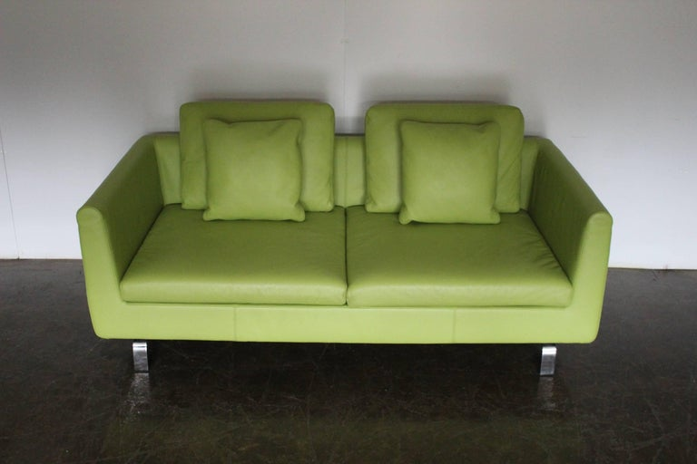 """Pair of Walter Knoll 2.5-Seat Sofa in Pristine Lime-Green """"Pelle"""" Leather In Excellent Condition In Whalley, GB"""