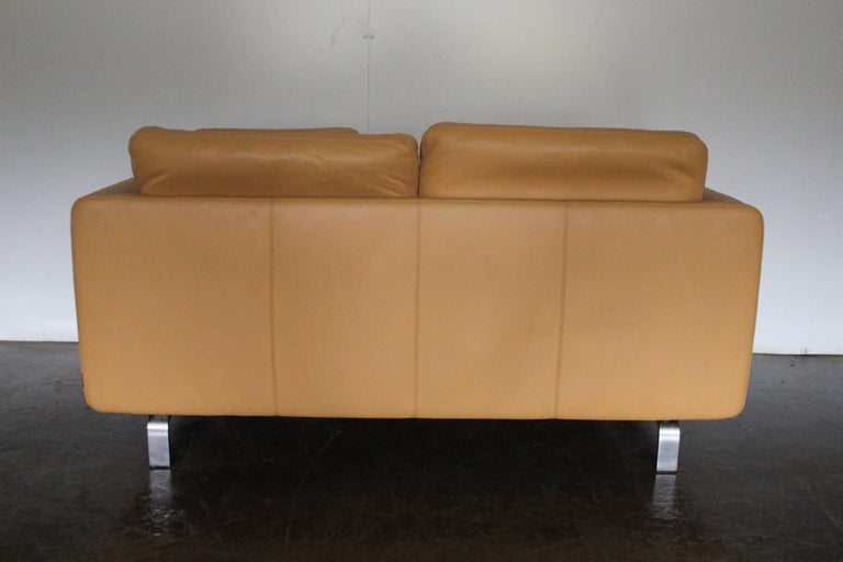 Modern Pair of Walter Knoll Two-Seat Sofas in Pristine Pale-Tan Leather
