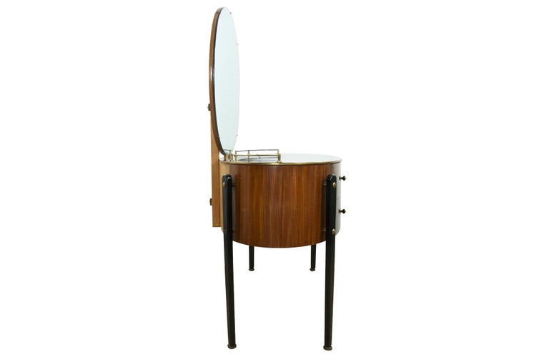 Mid-Century Modern walnut dressing table vanity, English, circa 1950s. 