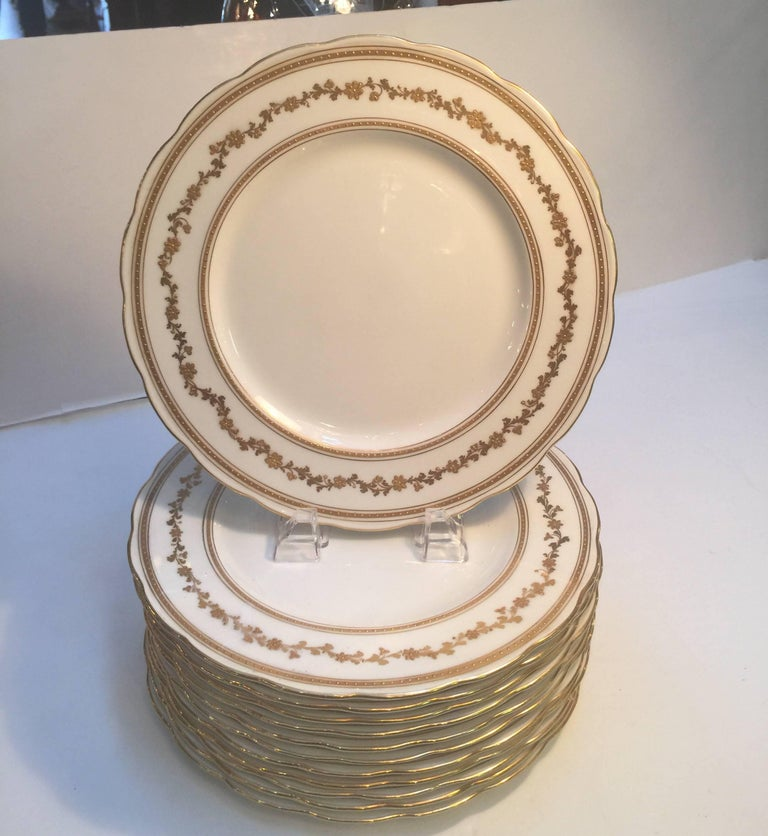Early 20th Century Set of 12 English Dinner Service Plates For Sale