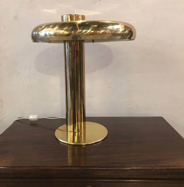Sleek and high styled Mid-Century Modern disc form desk lamp. In the manner of Pierre Cardin, the well designed lamp with disk top and cylinder column centre is good function with great form.