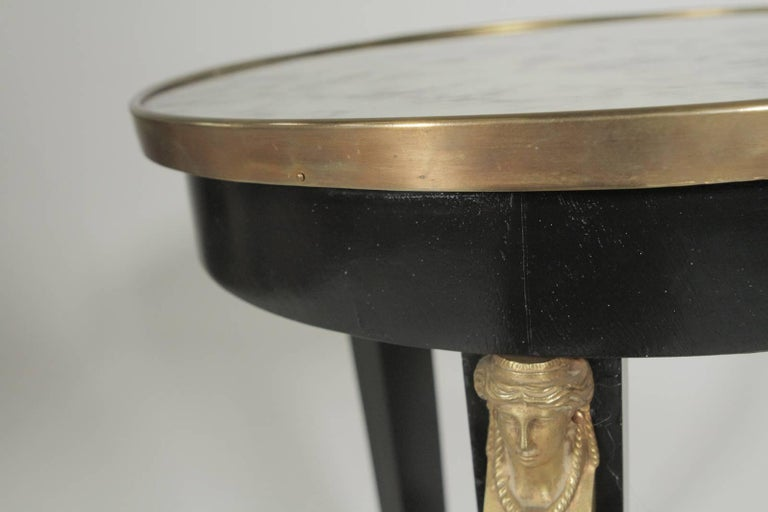 20th Century Pair of Hollywood Regency Ebonized Mirror Top Side Tables For Sale