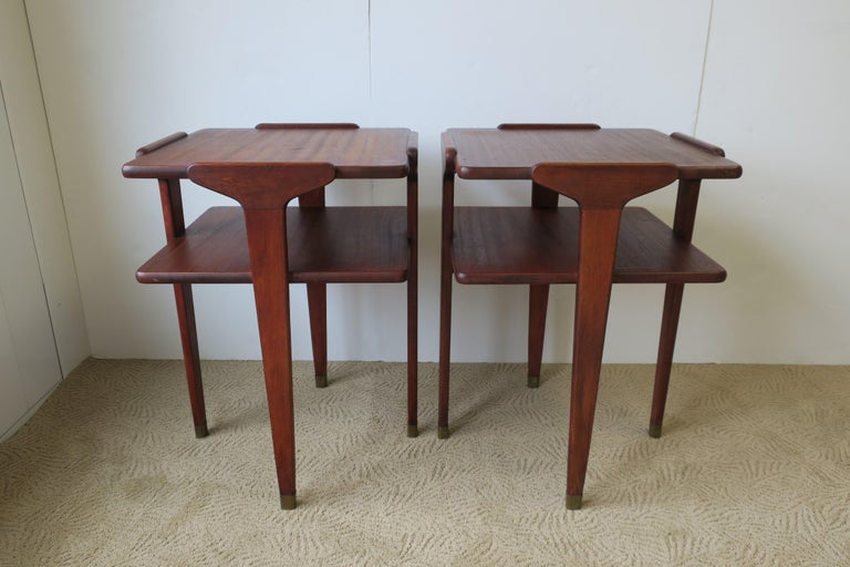 Pair Midcentury End or Night Stand Tables In Good Condition For Sale In New York, NY