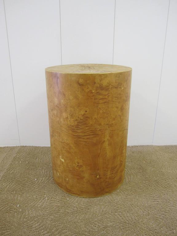 A beautiful vintage Modern Burl wood round pedestal side or end table in the style of designer Milo Baughman.   Measurements include: 23.5 in. H x 15 in. diameter.   Item available here online. By request, item can be made available by appointment