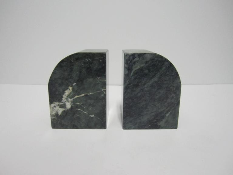 Pair Modern Italian Green and White Marble Bookends In Good Condition For Sale In New York, NY