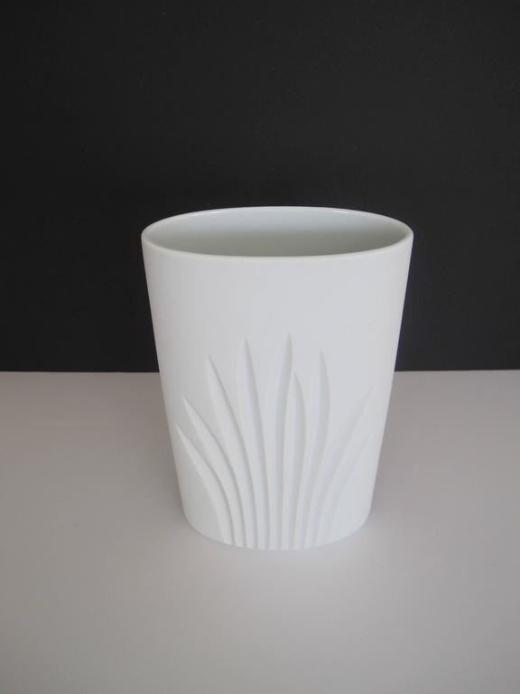 Vintage White Matte Porcelain Pottery Vase by Rosenthal, Germany In Excellent Condition For Sale In New York, NY