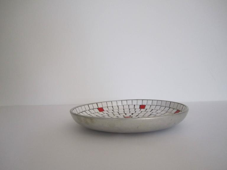 Mid-Century Modern White Mosaic Ceramic Tile Dish or Bowl In Good Condition For Sale In New York, NY