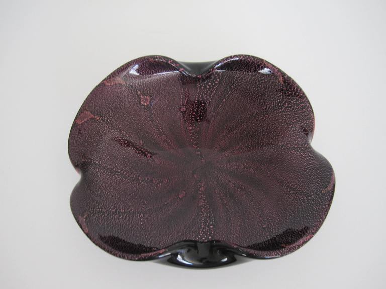 A beautiful vintage black and purple Murano art glass bowl. Swirled with purple and a very slight hint of orange flecks, circa Mid-Century 1950s-1960s, Italy.   Bowl measures: 8 in. x 6 in.   Item available here online. By request, item can be made