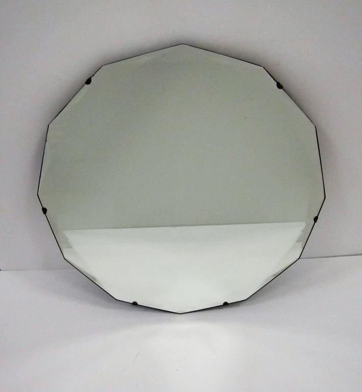 Round Hollywood Regency Beveled Glass Wall Mirror In Excellent Condition For Sale In New York, NY
