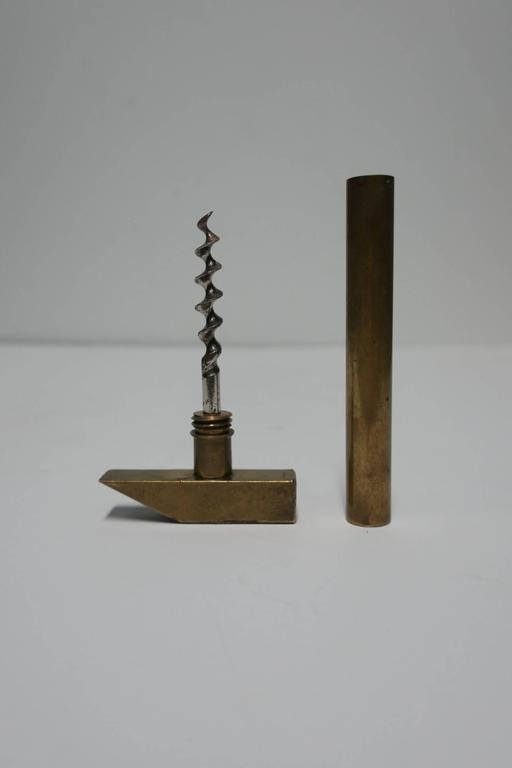 A vintage Italian brass hammer tool corkscrew wine bottle opener. Beautifully designed solid brass tool with twist-off handle that reveals 'screw'. Marked 'Made in Italy' show in image #6. Great for a bar or bar cart.  Measures: 5.5 in. x 2.5 in.
