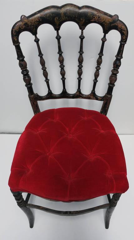 antique english chinoiserie black chair with red velvet tufted seat cushion for sale at 1stdibs. Black Bedroom Furniture Sets. Home Design Ideas