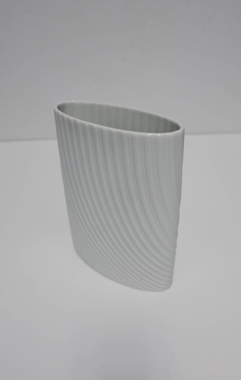 White Matte Porcelain Ceramic Pottery Vase by Rosenthal In Excellent Condition For Sale In New York, NY