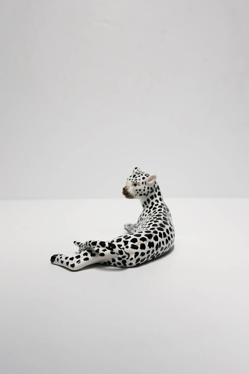 A beautiful and striking vintage Italian Art Deco black and white porcelain cheetah or leopard animal cat sculpture, circa Mid to Late 20th Century, Italy. Marked 'ITALY' on bottom as show in image #10.   Measures:  3.25 in. H x 3 in. D x 6.5 in. W