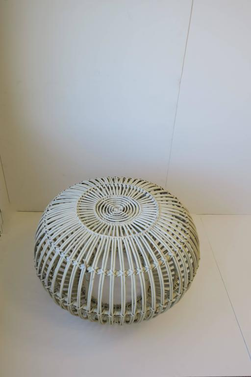 Italian Vintage Midcentury Round White Rattan Stool or Side Table by Franco Albini For Sale