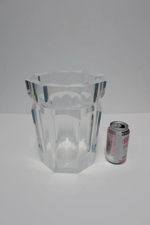 Vintage Modern Lucite Champagne Wine Cooler Ice Bucket, 1990s In Excellent Condition For Sale In New York, NY
