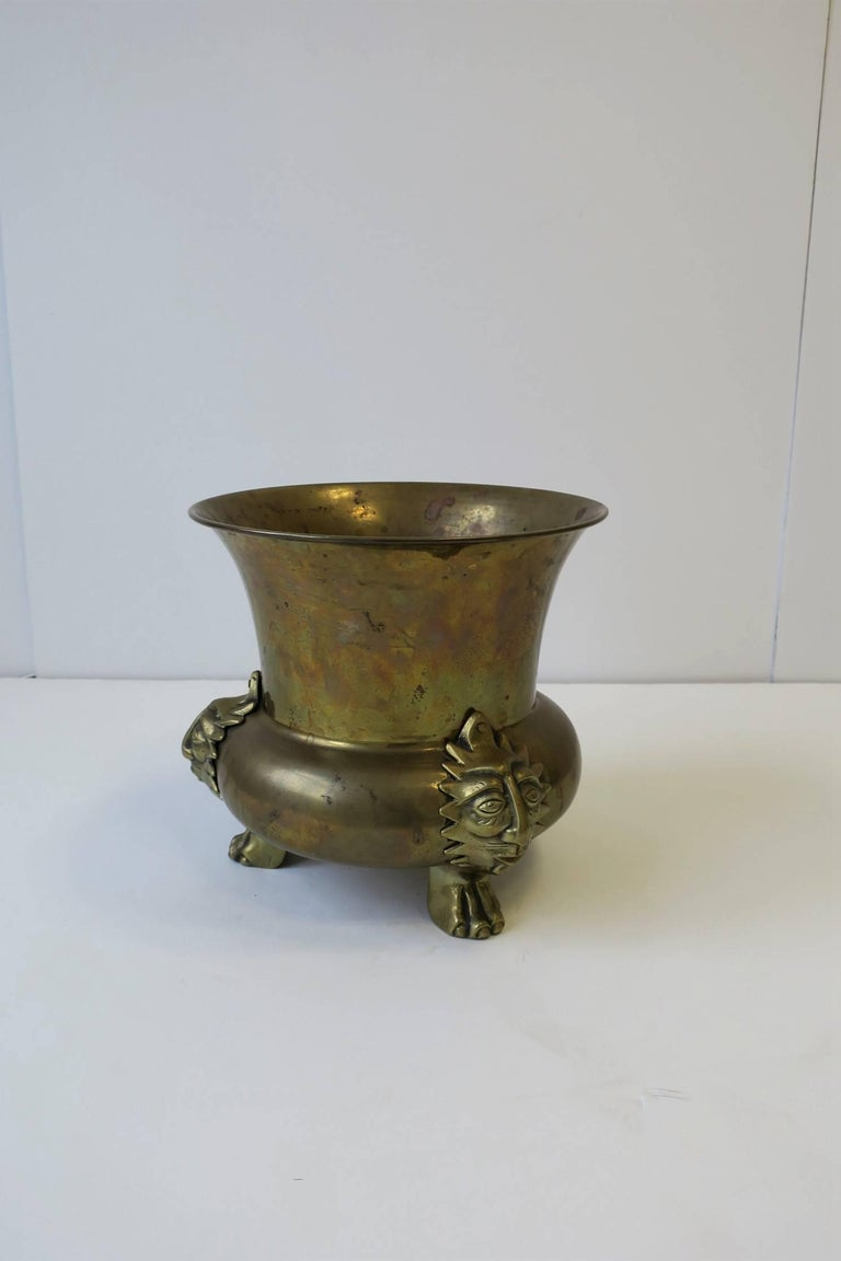 English Brass Cachepot with Lion Head and Paw Feet For Sale 3