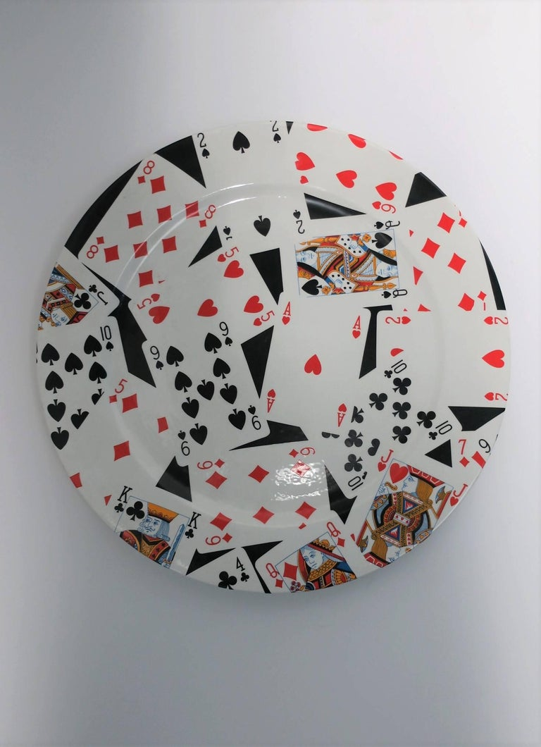 From luxury brand Gucci a ceramic plate with a 'suit' and 'face' playing card design, made in Italy by GUCCI. Plate can be used as a serving plate, or as a piece of art for display on a cocktail table or on the wall, etc. Plate measures: 12.5