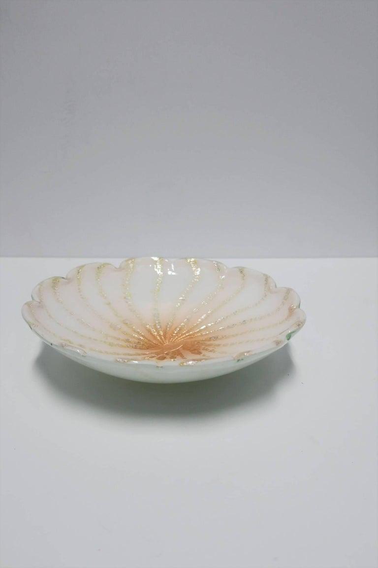 Mid-20th Century Italian Murano White Art Glass Bowl For Sale